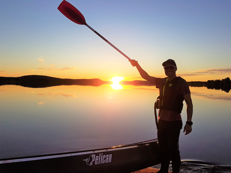 Midnight Sun canoeing on Torne River