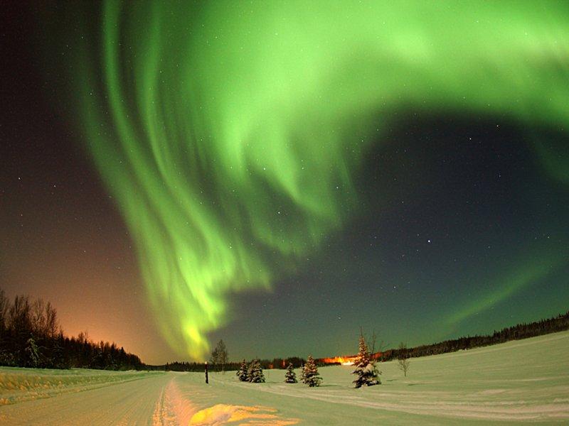 Hunting the Norhern Lights by Minivan